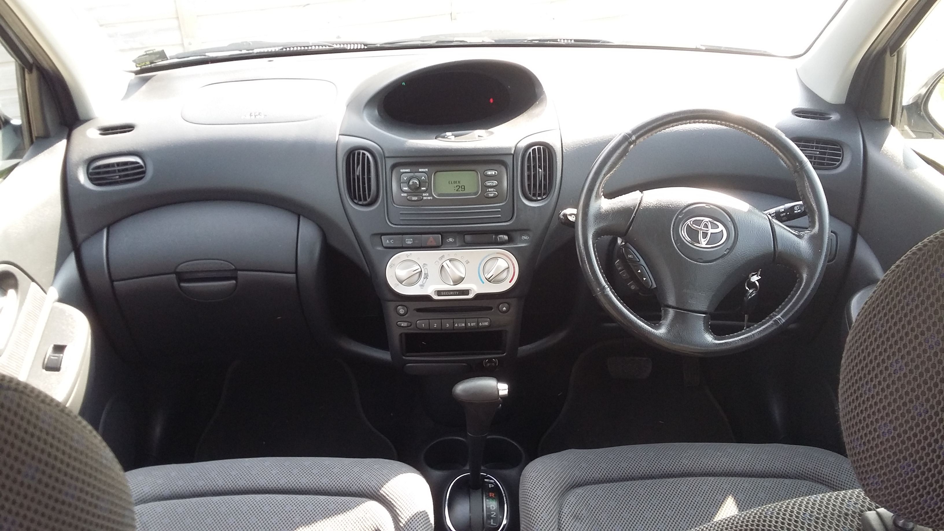 2004 Toyota Yaris Verso For Sale From Woodlands Cars (Malton) Interior Cabin